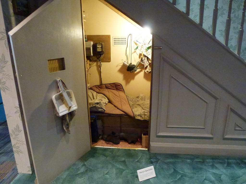 Harry39s Room Under The Stairs Harry Potter Tour Warner Br