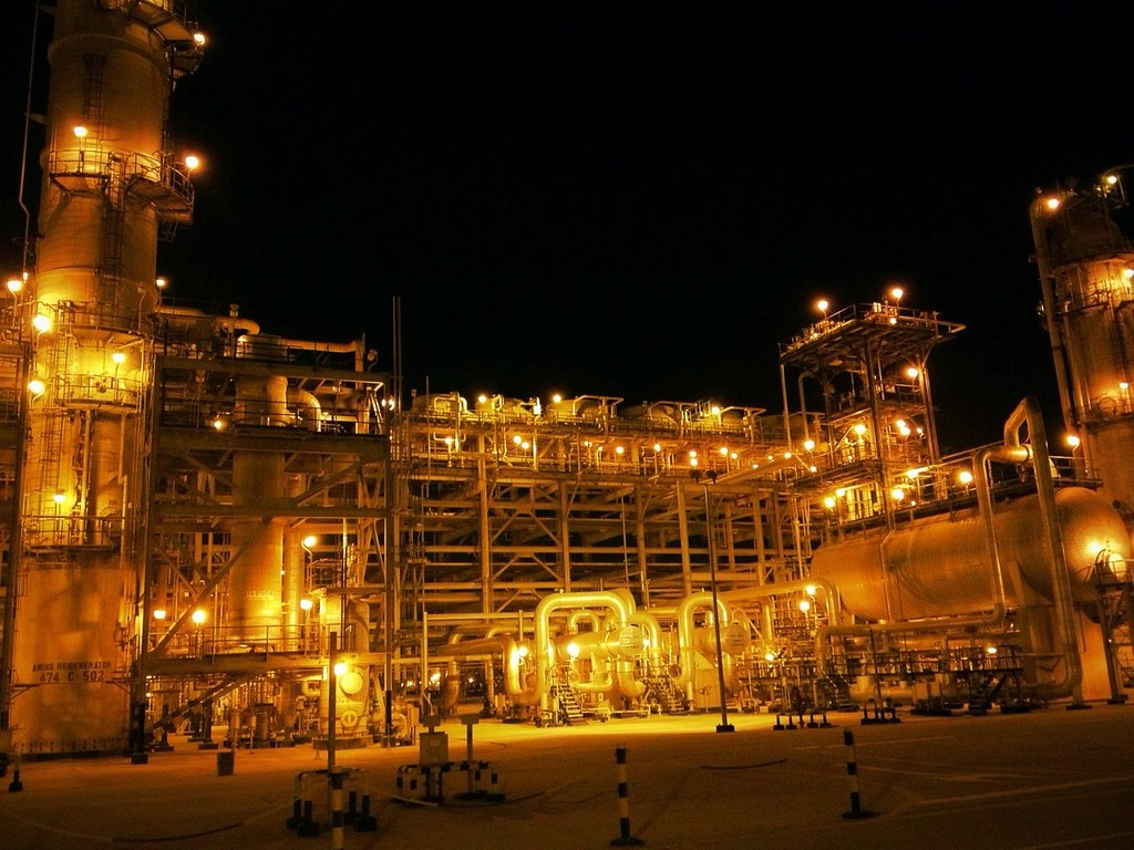 3d Wallpaper In Qatar Gas Plant At Night Night View Of Gas Plant At Jubail