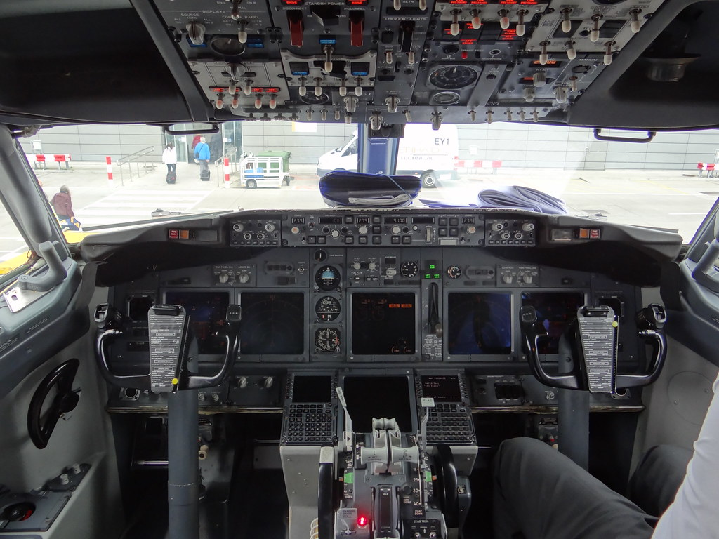 Cockpit Hd Wallpaper Cockpit Of Ryanair 737 800 Ei Dcf Taken Upon Arrival