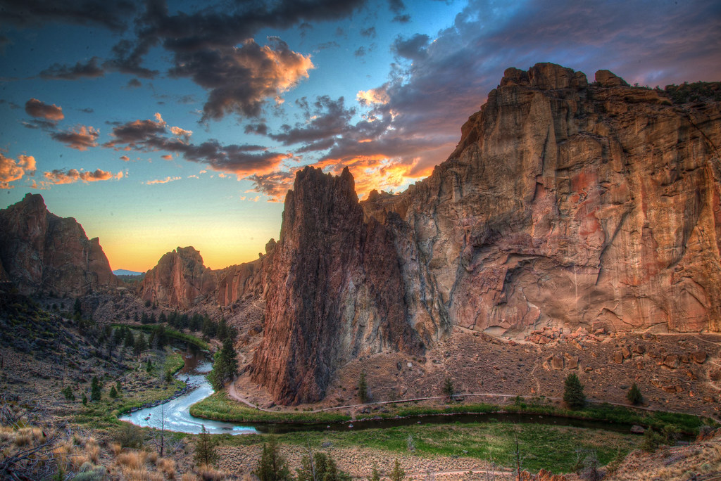 3d White Lion Wallpaper Sunset Smith Rock 2013 For A Bit Of Background On