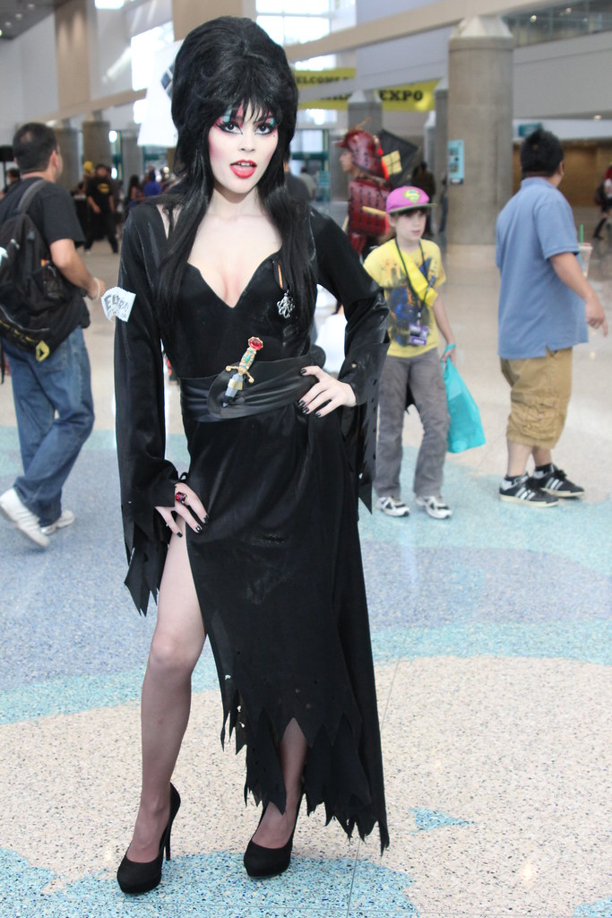 3d White Wallpaper Hd Elvira Cosplay Ryc Behind The Lens Flickr