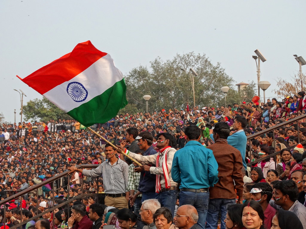 India Wallpaper 3d Hd Crowd With Indian Flag At Border Closing Ceremony Attari