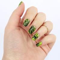Living After Midnite: Halloween Spiderweb Manicure