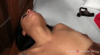 Hot Brazilian Female Shows She Can Do It