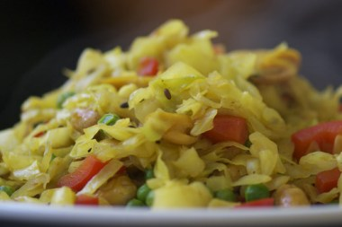 Stir-fried cabbage with red peppers, peanuts and peas
