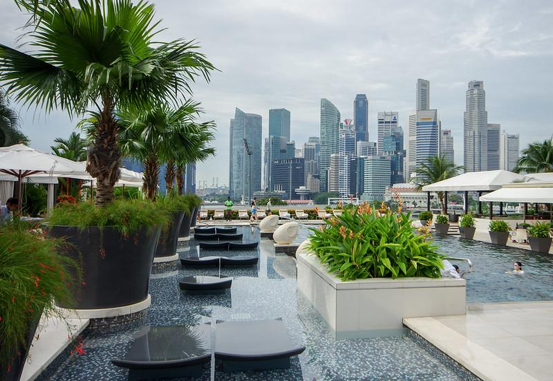 swimming pool at mandarin oriental singapore