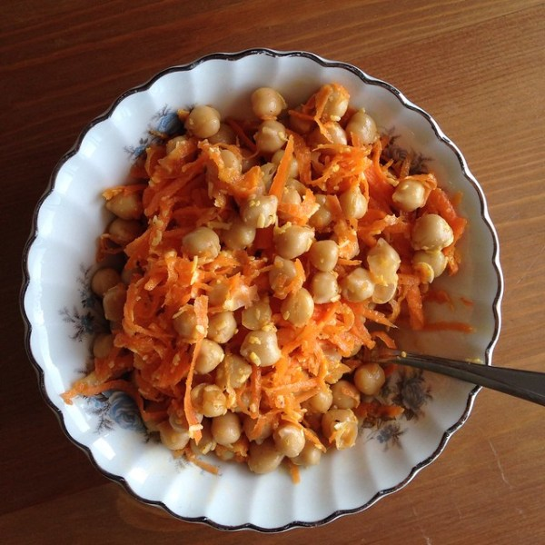 chickpea and carrot salad