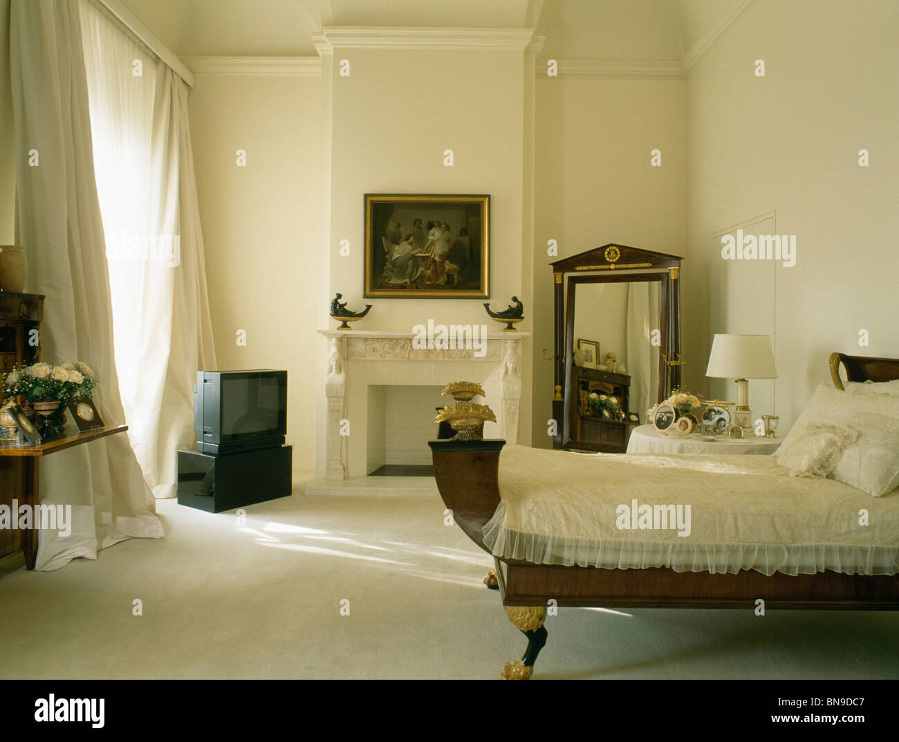 Traditional Curtains Cream Carpet And Curtains In Traditional Cream Bedroom With And