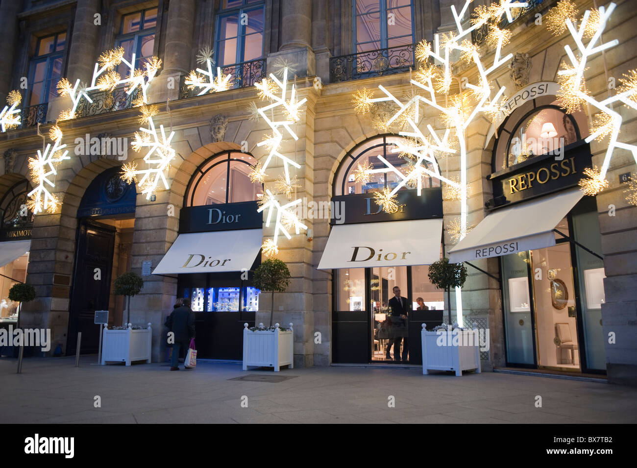 Magasin Led Paris Paris France Luxury Christmas Shopping Dior Store