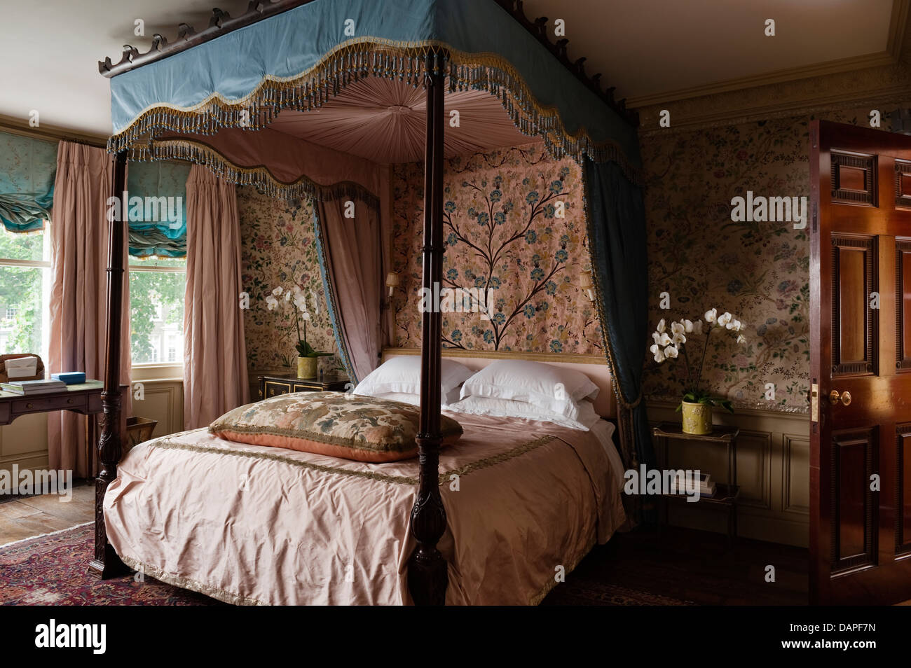 4 Poster Bed Designs Four Poster Bed In Georgian Apartment In London Interior