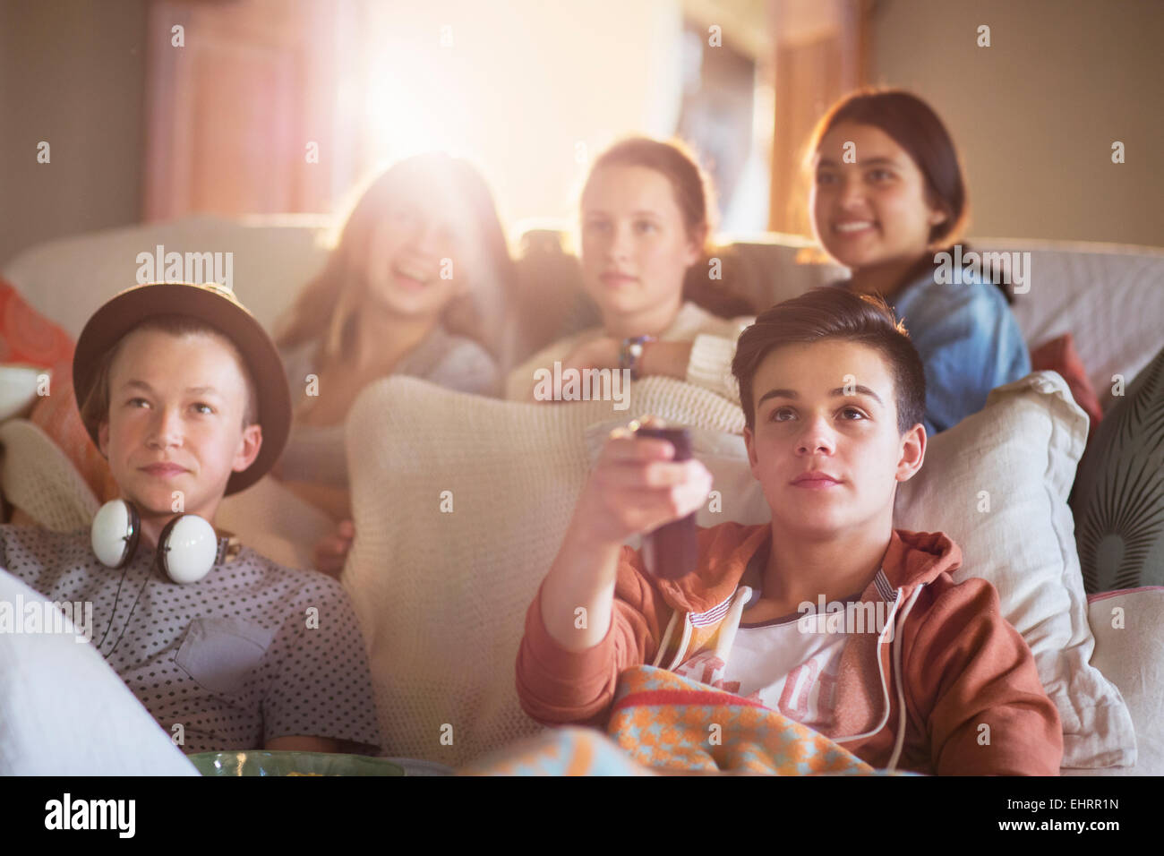 Bettsofa Jugend Group Of Teenagers Watching Tv On Sofa Together Stock Photo