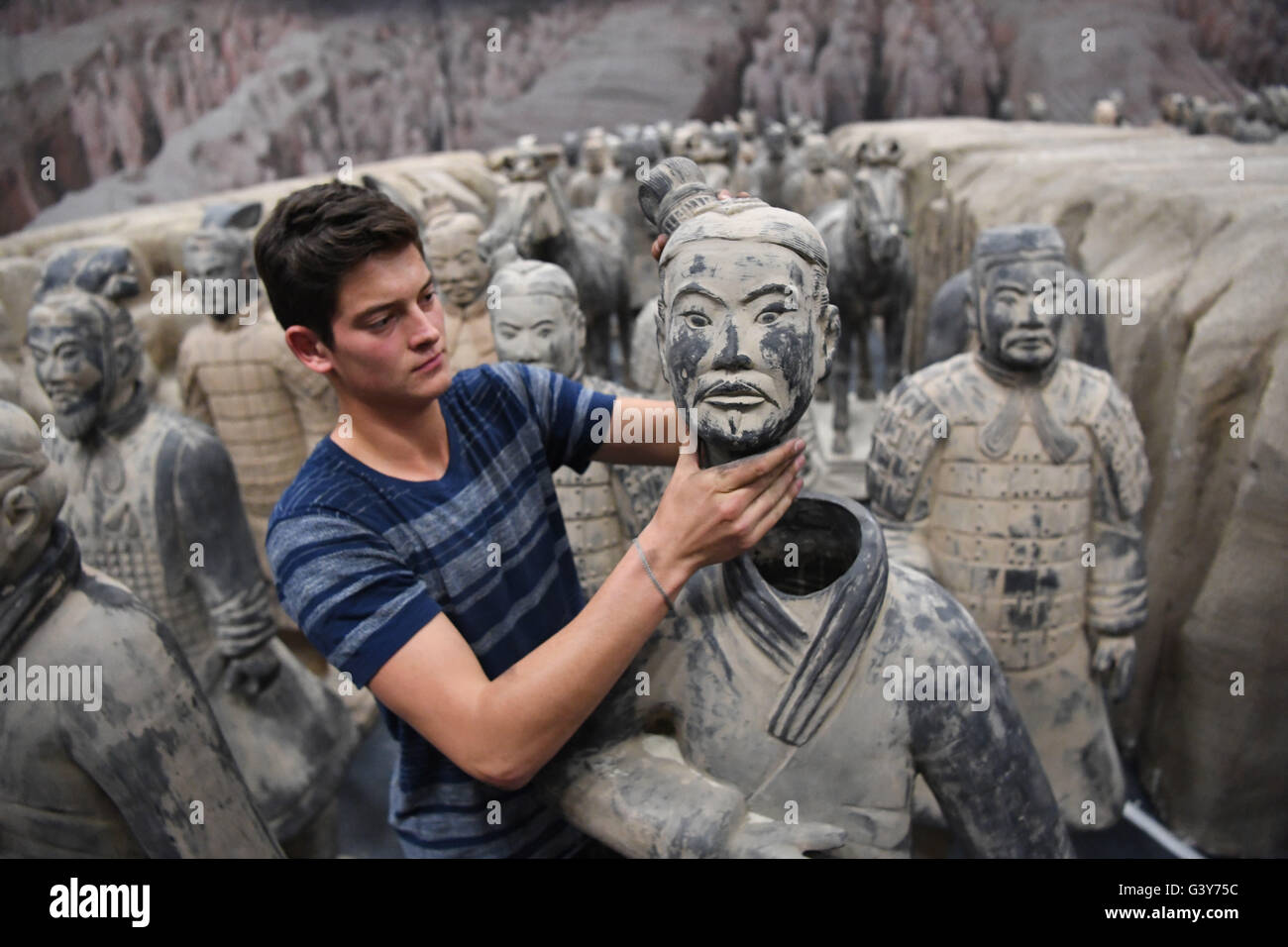 Ludwigsburg Terrakotta Ludwigsburg Germany 16th June 2016 A Helper Places A Head On A