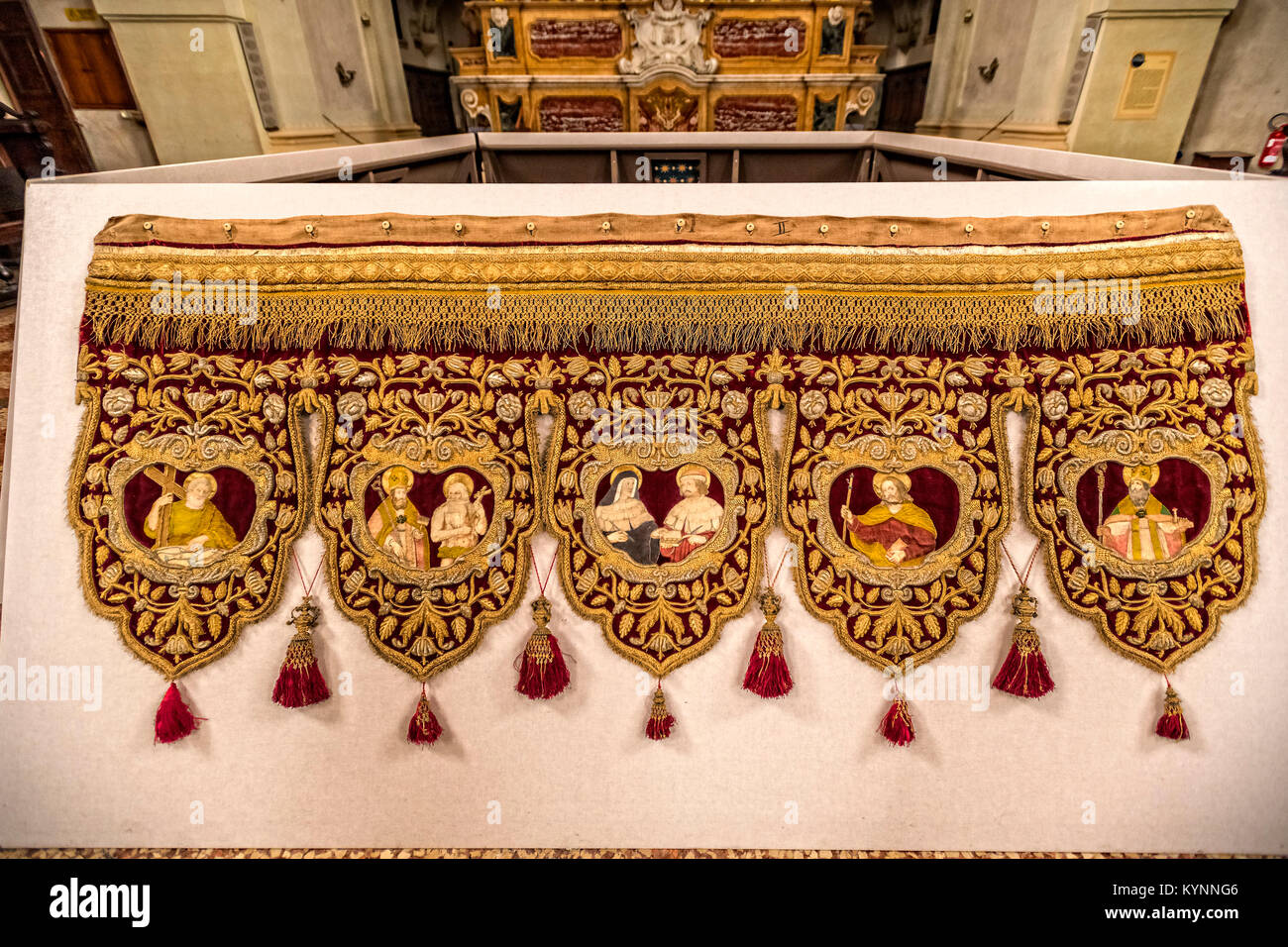 Canapé Italien St Priest Vestments Stock Photos And Vestments Stock Images Alamy