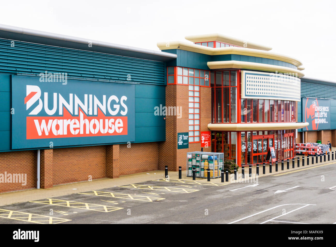 Wire Saw Bunnings Do It Yourself Store Stock Photos And Do It Yourself Store