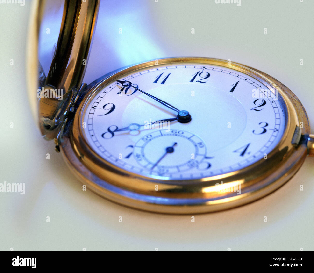 Goldene Uhr Stock Photos Goldene Uhr Stock Images Alamy Timepiece Stockfotos And Timepiece Bilder Alamy