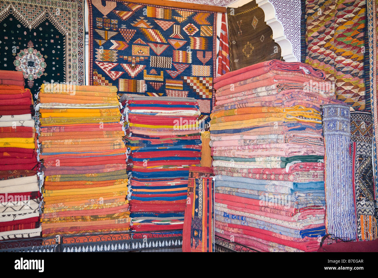 Berber Teppiche Marrakesch Marrakech Morocco Souvenirs Display Stockfotos And Marrakech