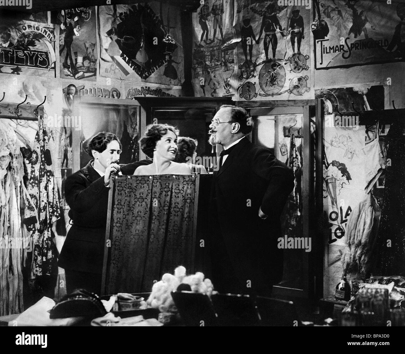 Der Blaue Engel Josef Von Sternberg Scene With Marlene Dietrich Stockfotos And Scene With