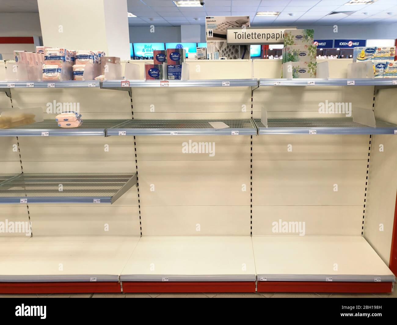 Gästebett Ideen Empty Rack In A Supermarket While Panic Buying At Corona Crisis, Germany, North Rhine-westphalia Stock Photo - Alamy