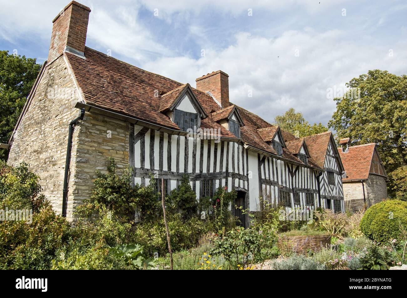 Tudor Farmhouse High Resolution Stock Photography And Images Alamy