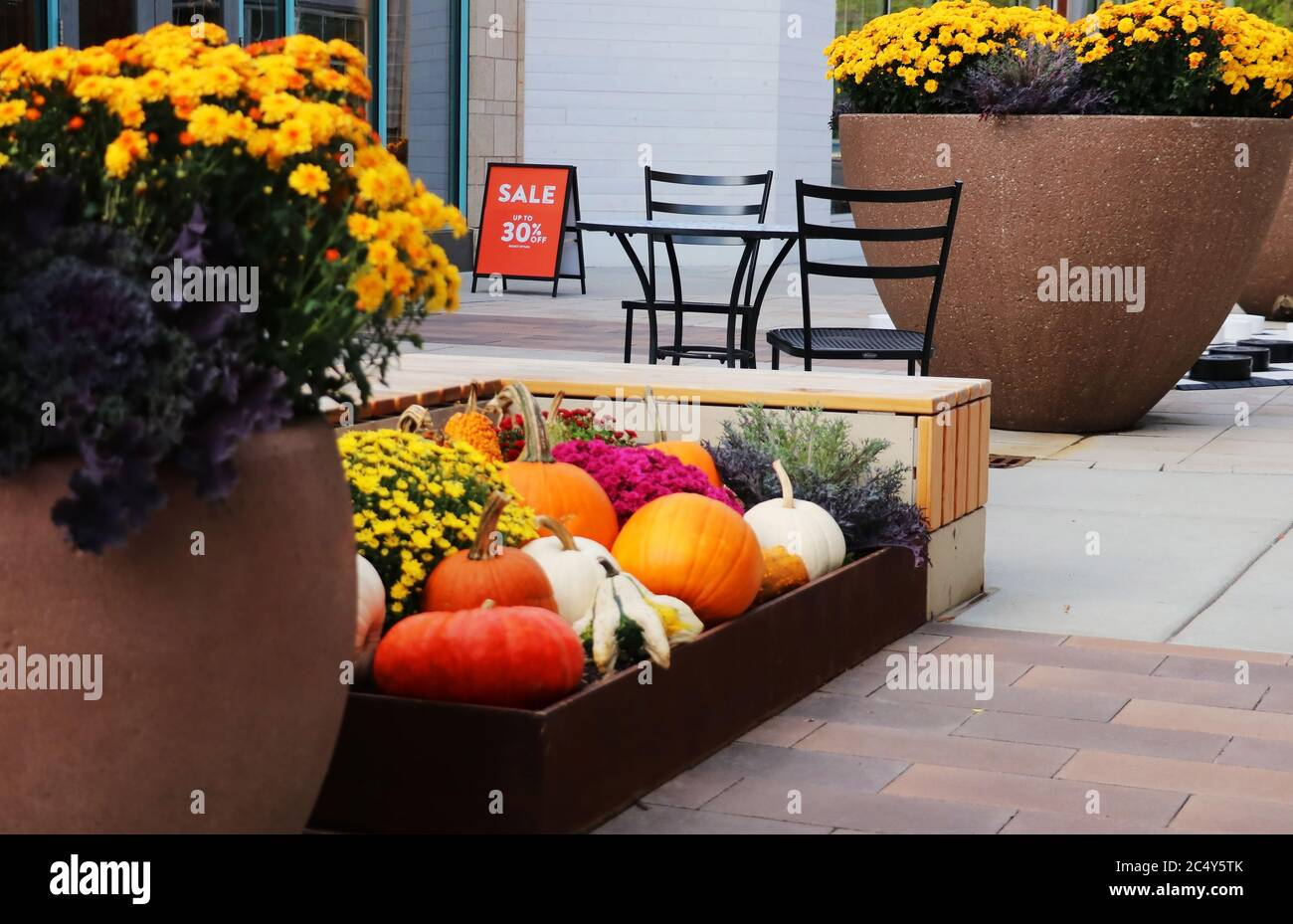 Furniture Outlet High Resolution Stock Photography And Images Alamy - Garden Furniture Clearance Poole Dorset