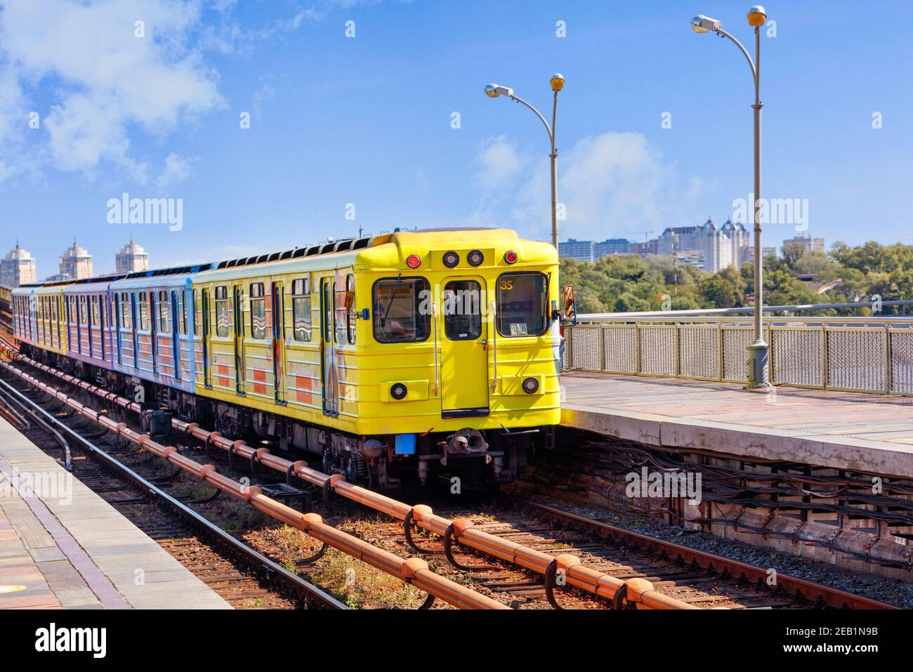Metro Gartenhaus Yellow Metro High Resolution Stock Photography And Images - Alamy