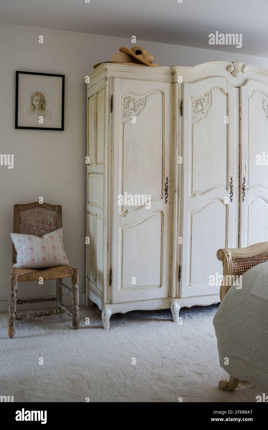 Cream Wardrobe In Bedroom Cream High Resolution Stock Photography And Images Alamy