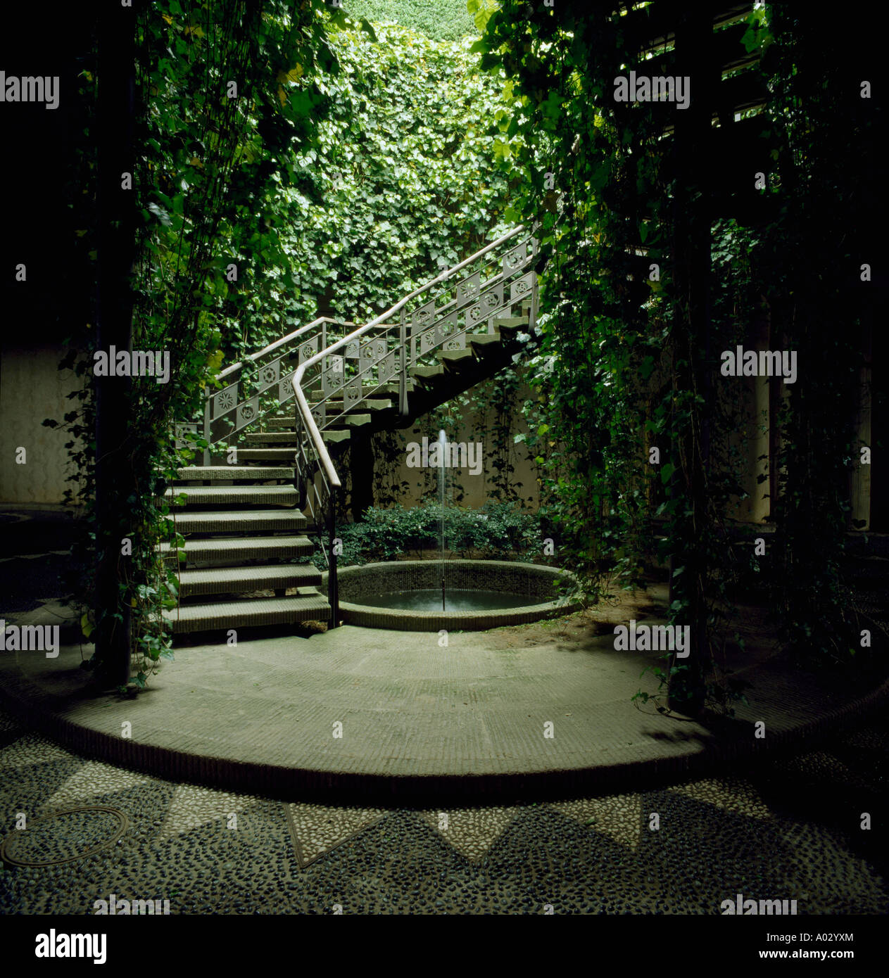 Italian Courtyard Garden High Resolution Stock Photography And Images Alamy