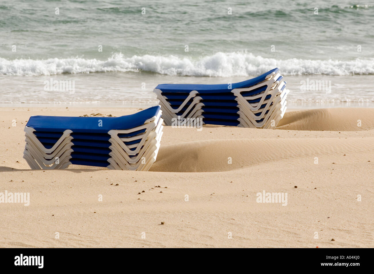 White Sun Lounge Sun Lounge Blue And White Sunbeds Stock Photo 5644895 Alamy