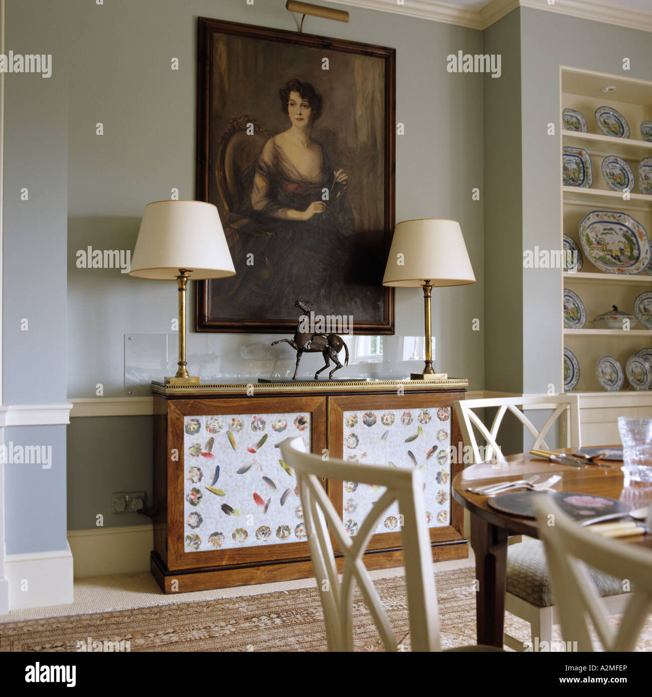 Sala Da Pranzo Traduzione Inglese Dining Room With Oil Panting And Lamps In English Country