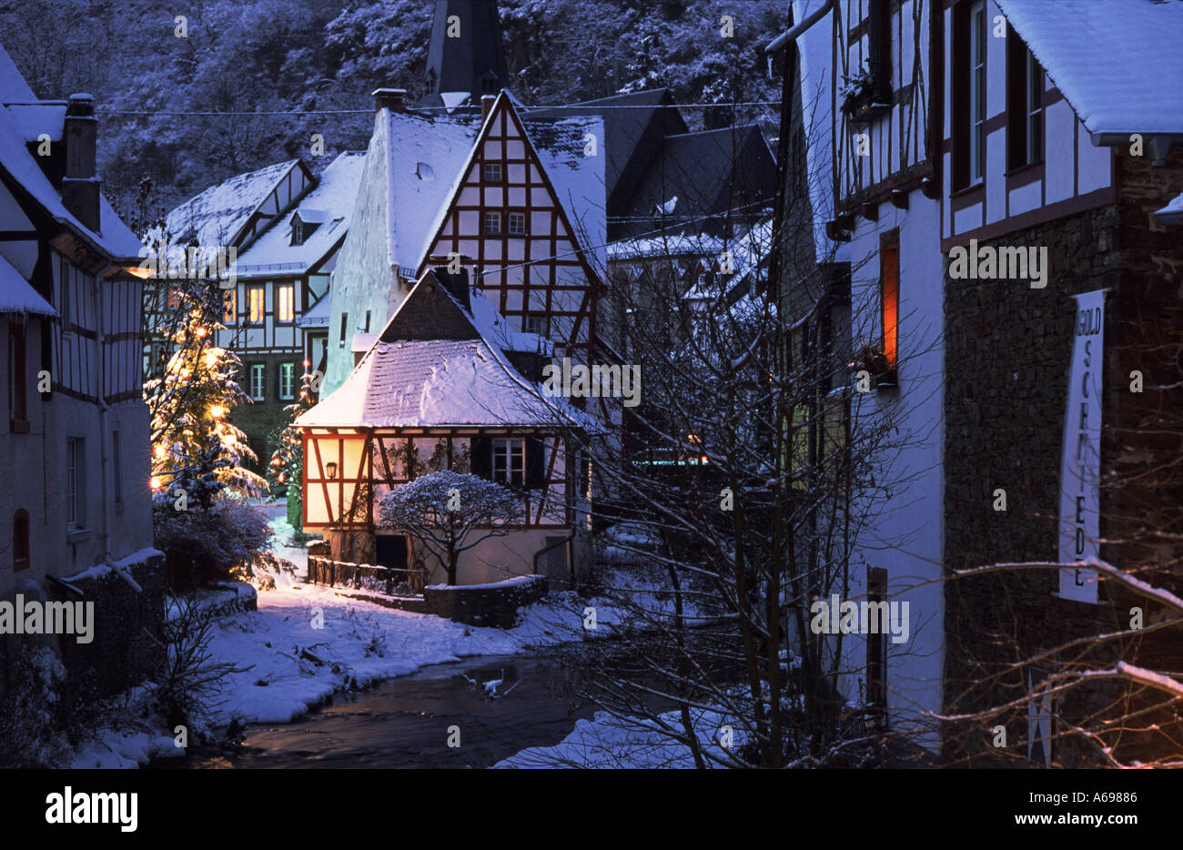 Frozen Animated Wallpaper Christmas Day Time At Monreal Eifel Germany Tree Winter