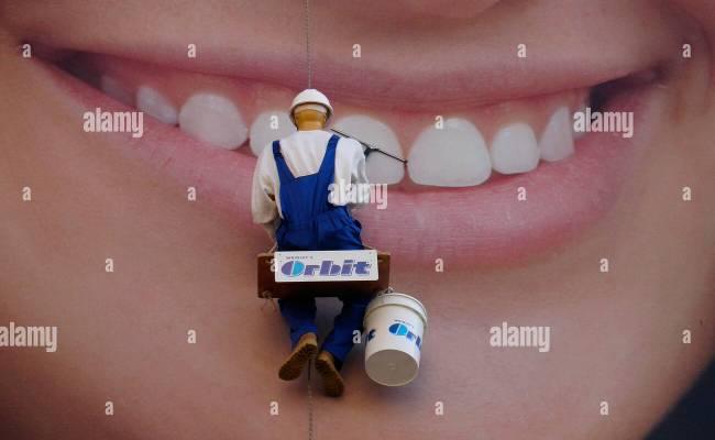 th?id=OGC.abe4bb3661af2e203ff746175560a6d7&pid=1.7&rurl=https%3a%2f%2fmedia.giphy.com%2fmedia%2fIbpnAtwgsa8Ja%2fgiphy Funny Orbit Gum Commercial