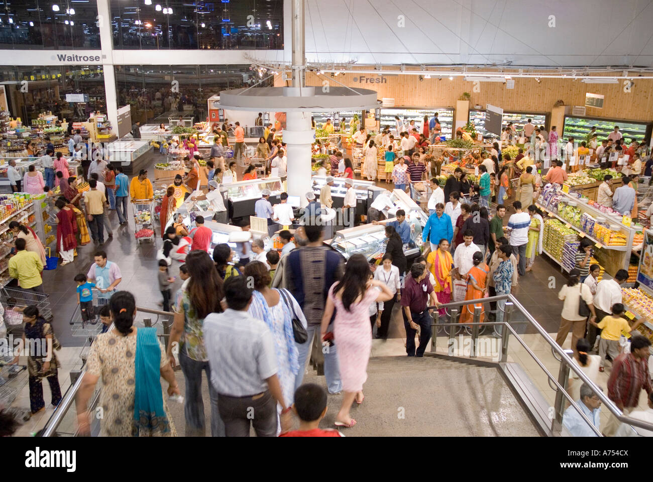 Luv Shopping Einkaufszentrum Mumbai Shopping Mall Stock Photos And Mumbai Shopping Mall