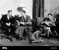 1930s FAMILY IN LIVING ROOM DAD TALKING INSURANCE SALESMAN ...