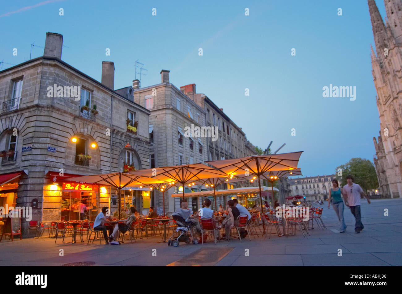 Lit Terrasse A Cafe On The Place Pey Berland In Bordeaux Outside Seating