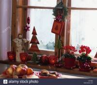 Window Sill Christmas Decoration   www.indiepedia.org