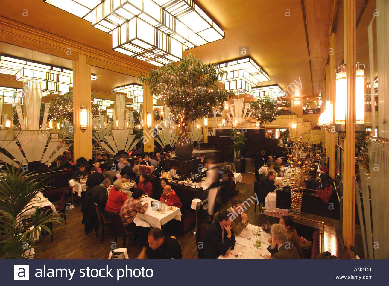 Toit Terrasse Restaurant Paris Paris Le Boeuf Sur Le Toit Restaurant Stock Photo