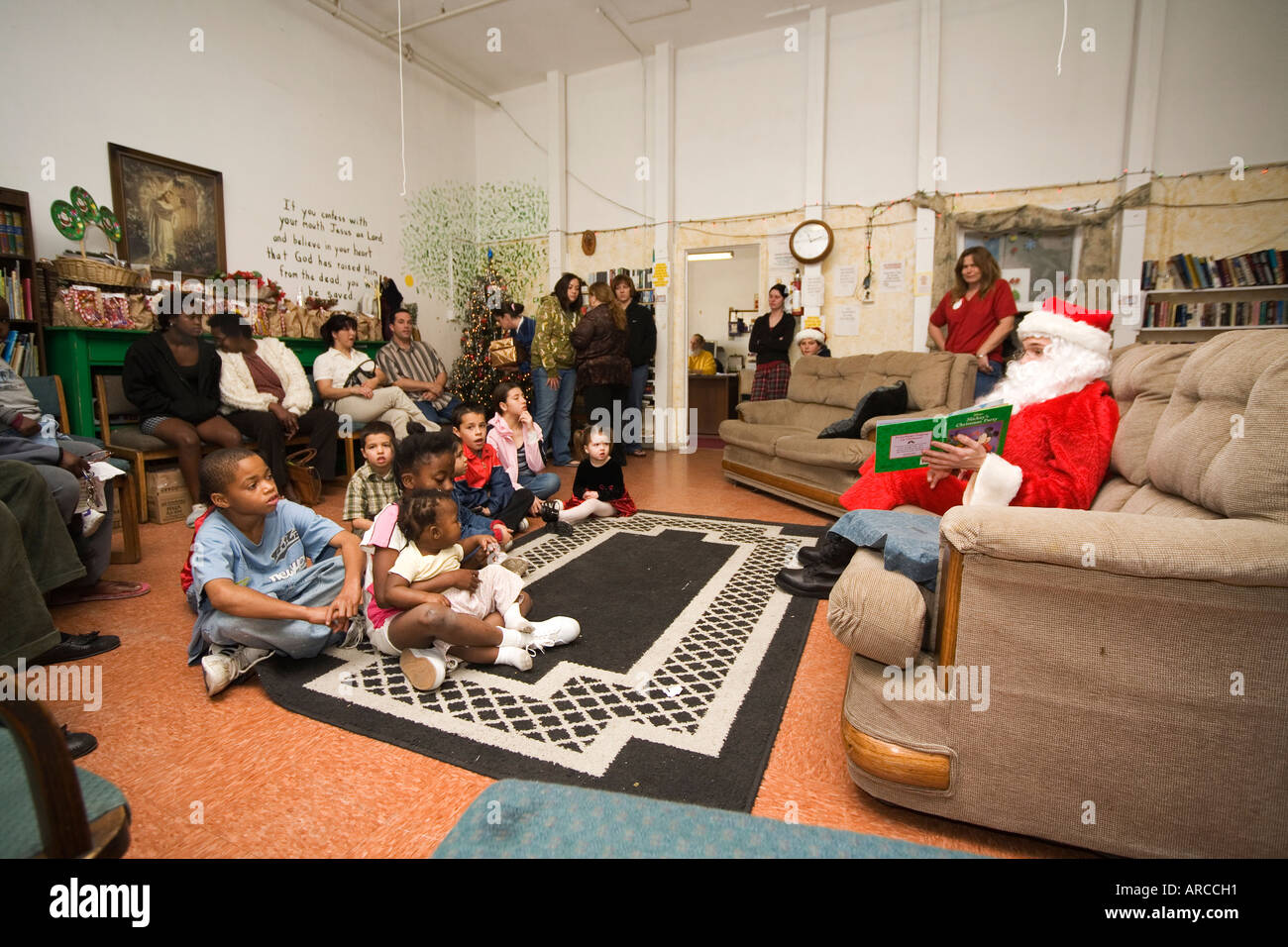 Antike Sofas For Kids Santa Claus With Books Stock Photos Santa Claus With Books Stock