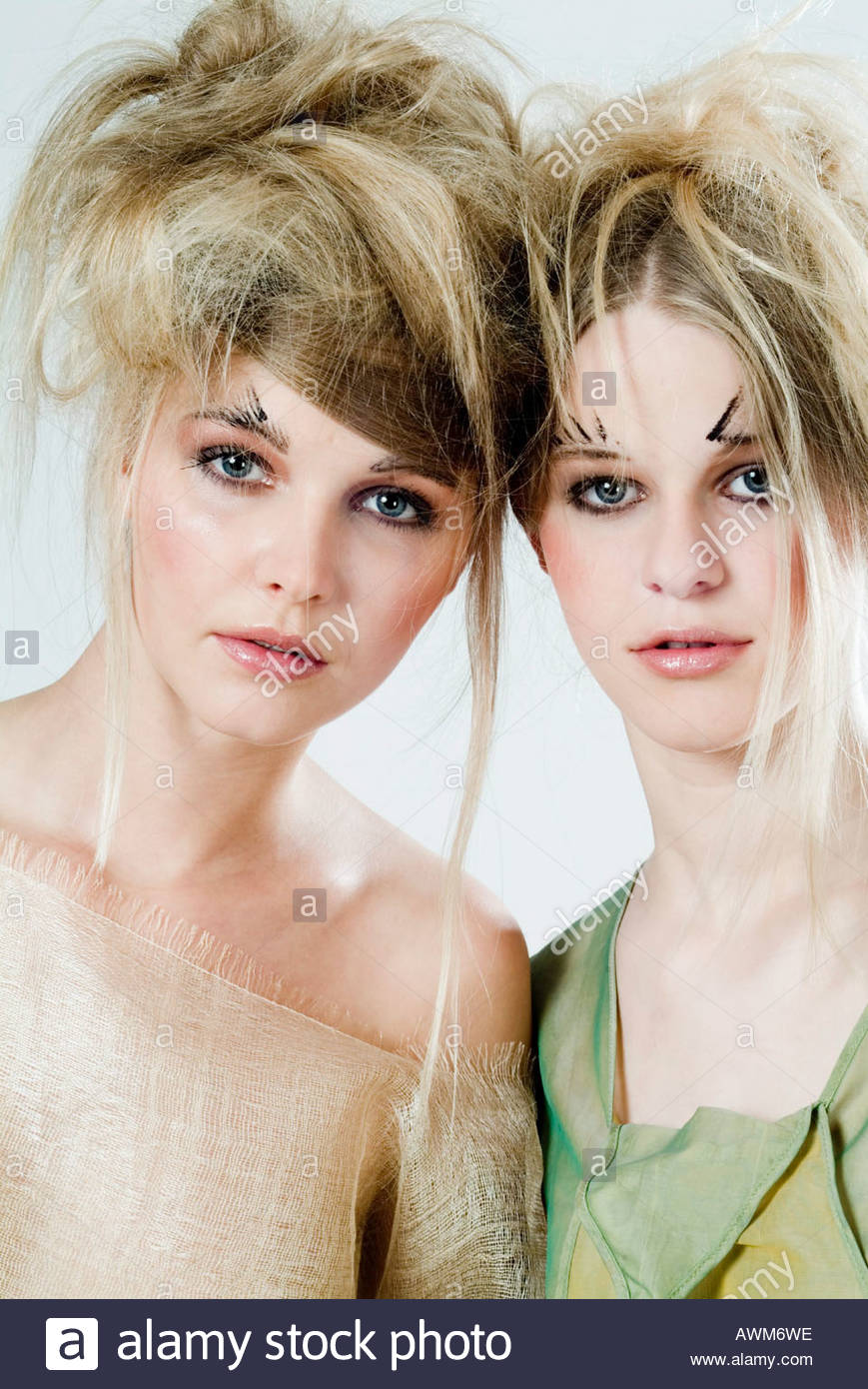 Frisur Blond Frauen Mit Stylischer Frisur Stock Photo 9491741 Alamy