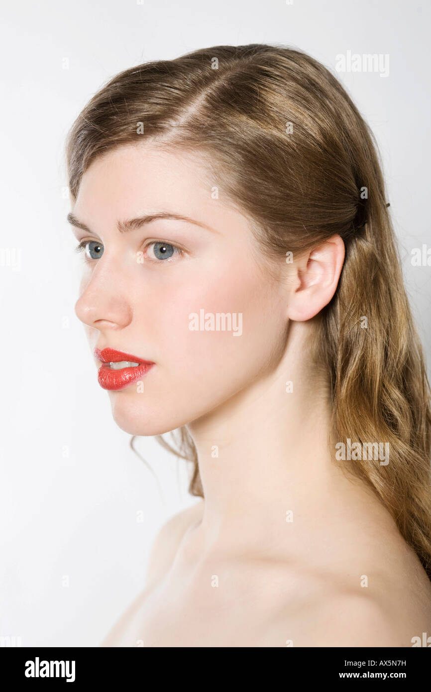 Seitliche Steckfrisur Portrait Of Young Woman Wearing Red Lipstick Stock Photo 16737700