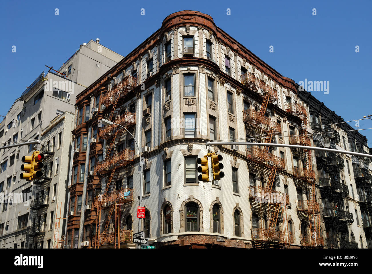 Deco New York But Old Art Deco Style Building In New York City Stock Photo