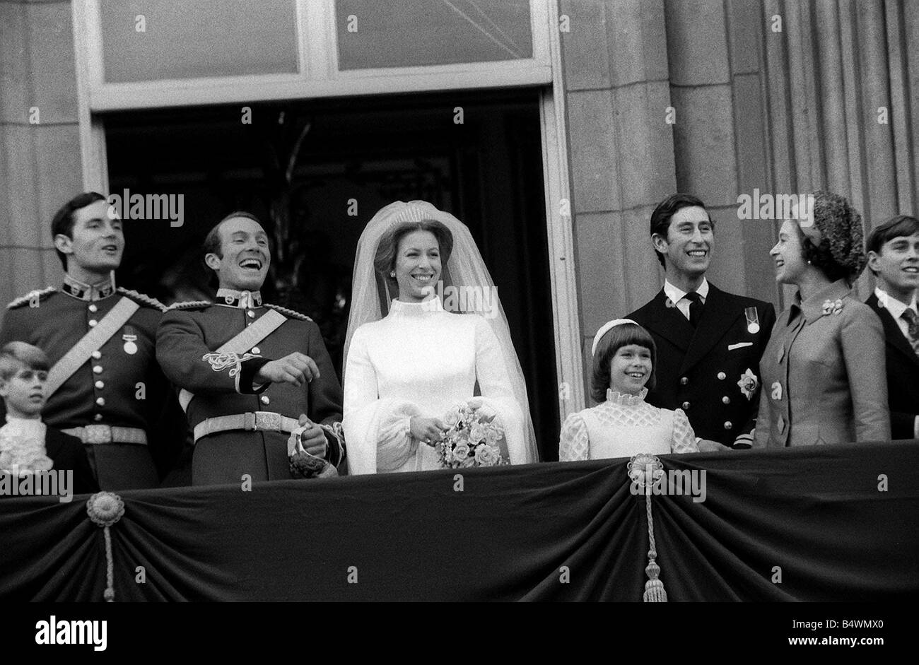 Queen Elizabeth Hochzeit Wedding Of Princess Anne To Mark Phillips On Balcony 1973 Of Stock