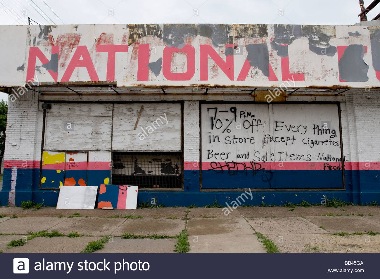 Warehouse For Sale Detroit Warehouse Sits Empty And Abandoned Outside Detroit Michigan Usa