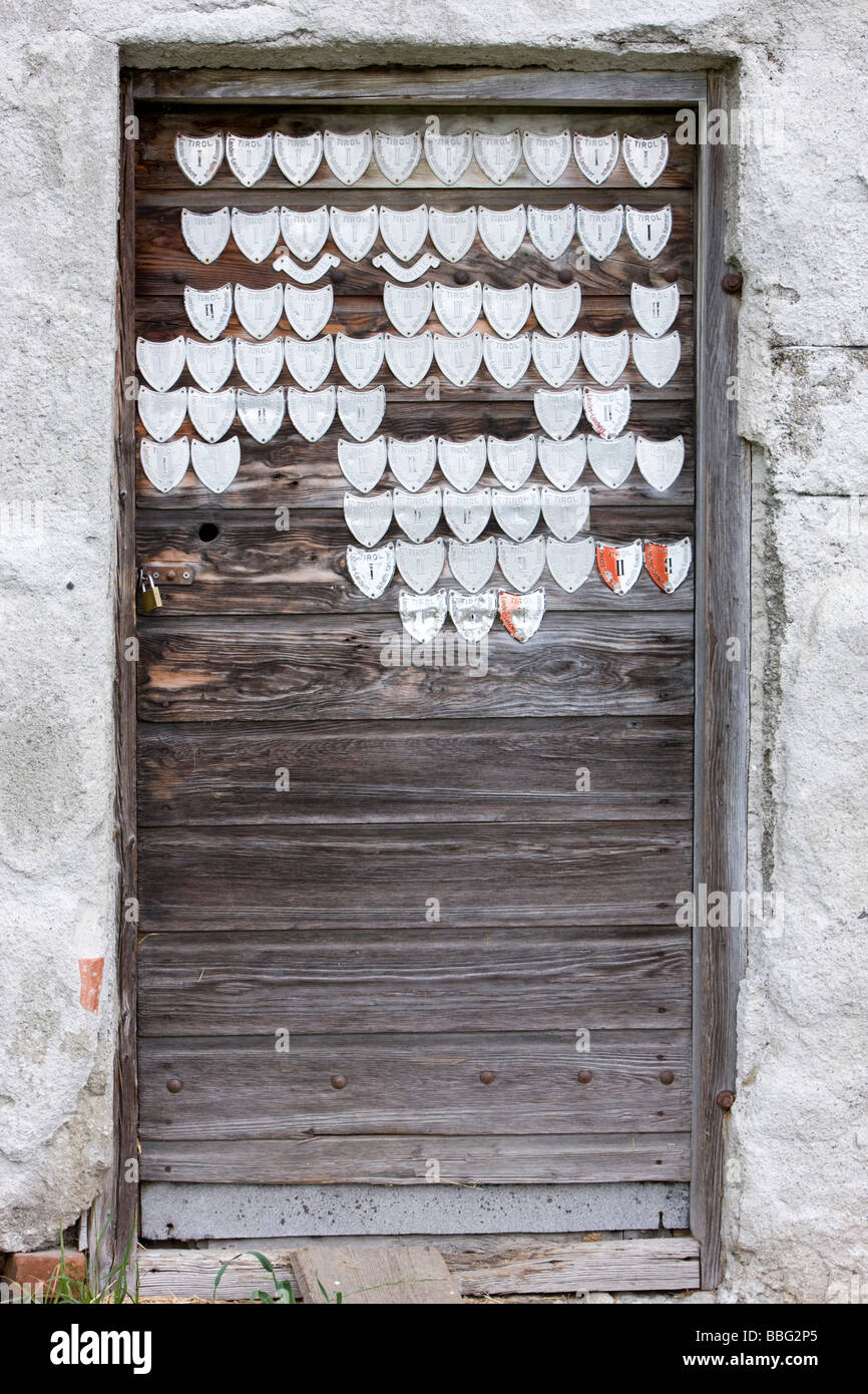 Alte Stalltüren Dekorieren Old Stable Door With Milk Certificates Milk Seals Of Quality