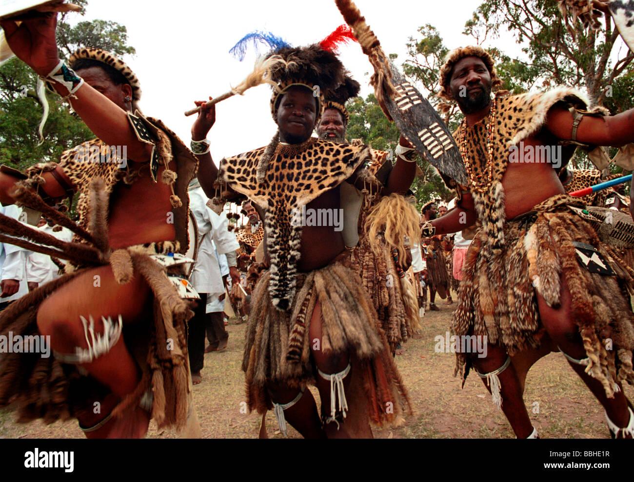 Eshowe kwazulu natal south africa 12 2003 zulu dancing zulus traditional dress african religions zulu people