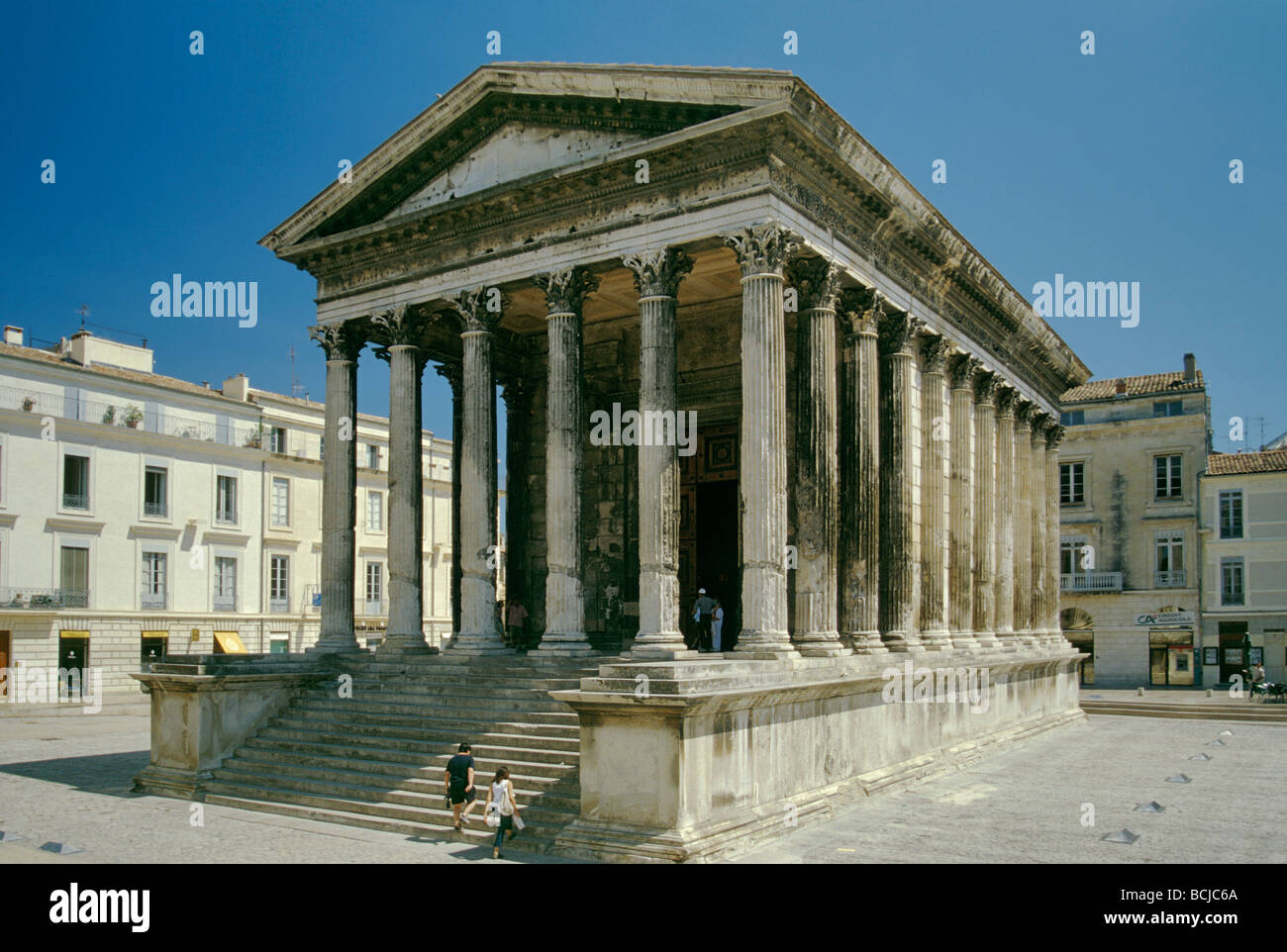 Salon De Provence Nimes Maison Carree Square House Roman Temple At Nimes In