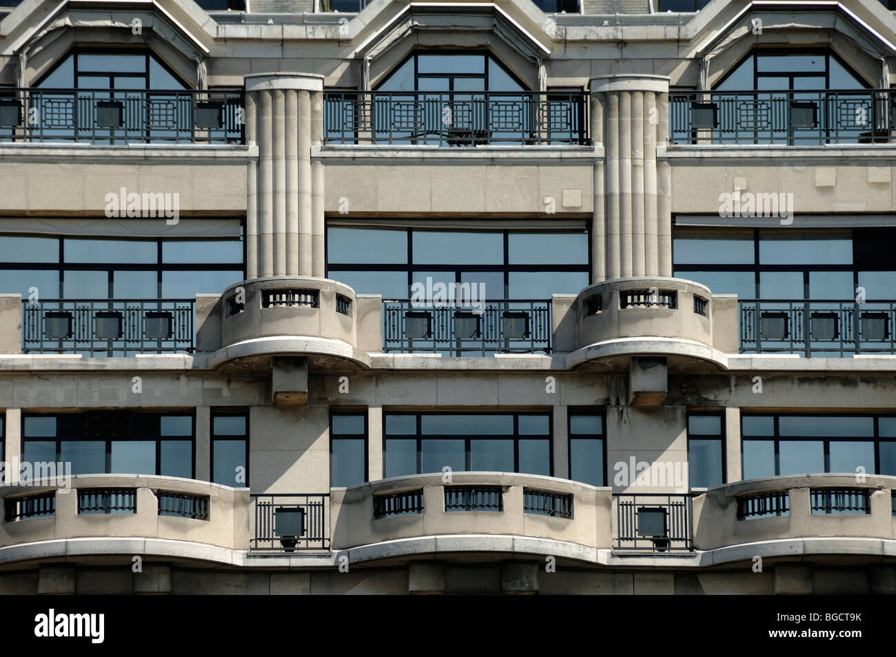 Arts Deco Paris Art Deco Balconies Facade Of La Samaritaine Department Store