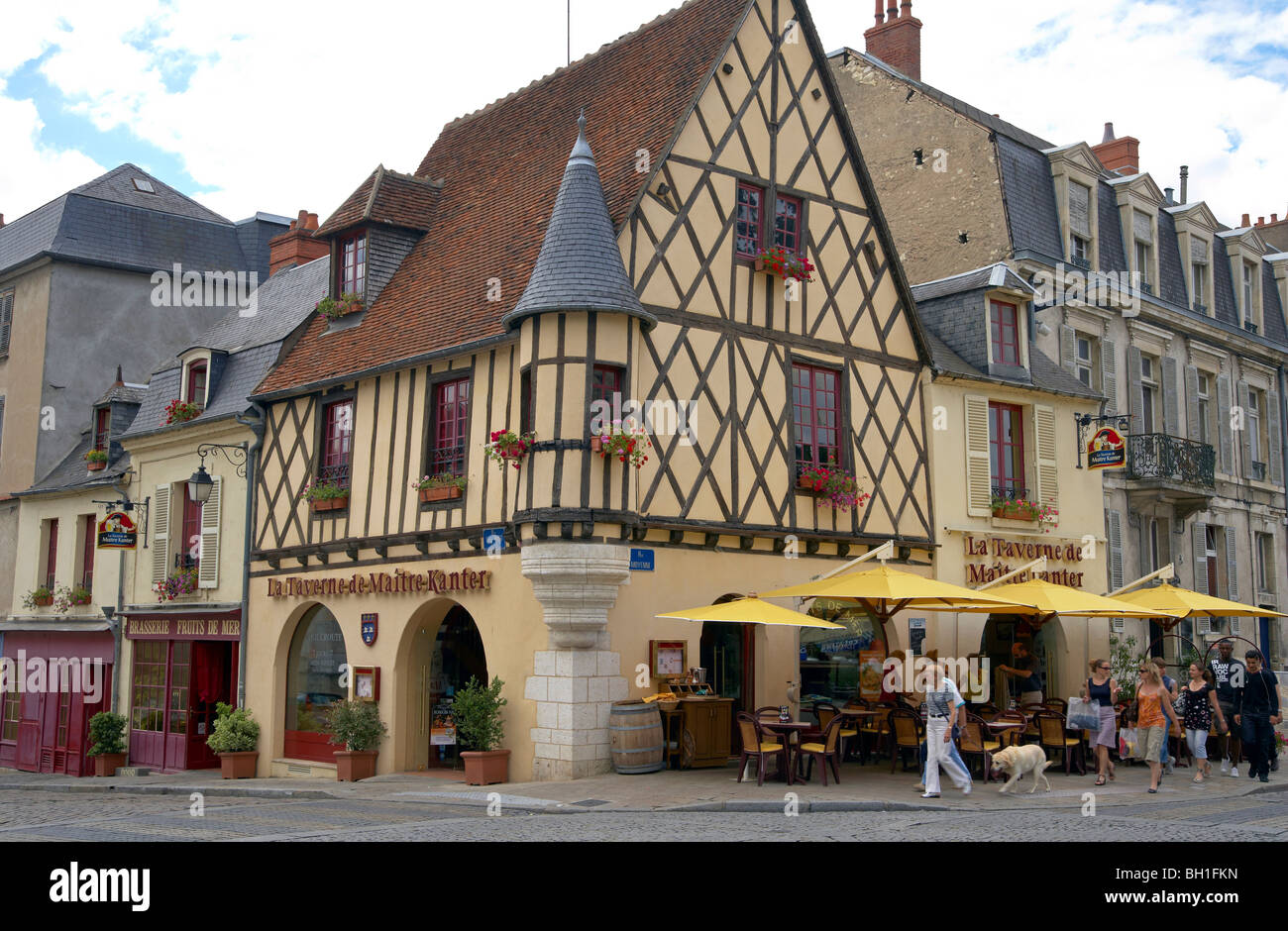 Paris Bourges Bus Old City Of Bourges With Restaurants The Way Of St James