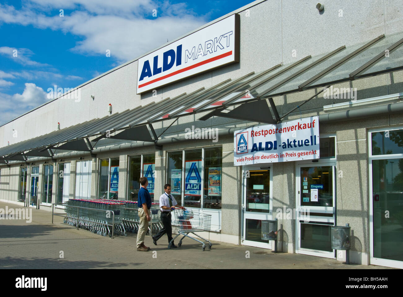 Aldi Nord Restposten Verkauf Entrance Of An Aldi Discount Food And Grocery Store Germany Stock