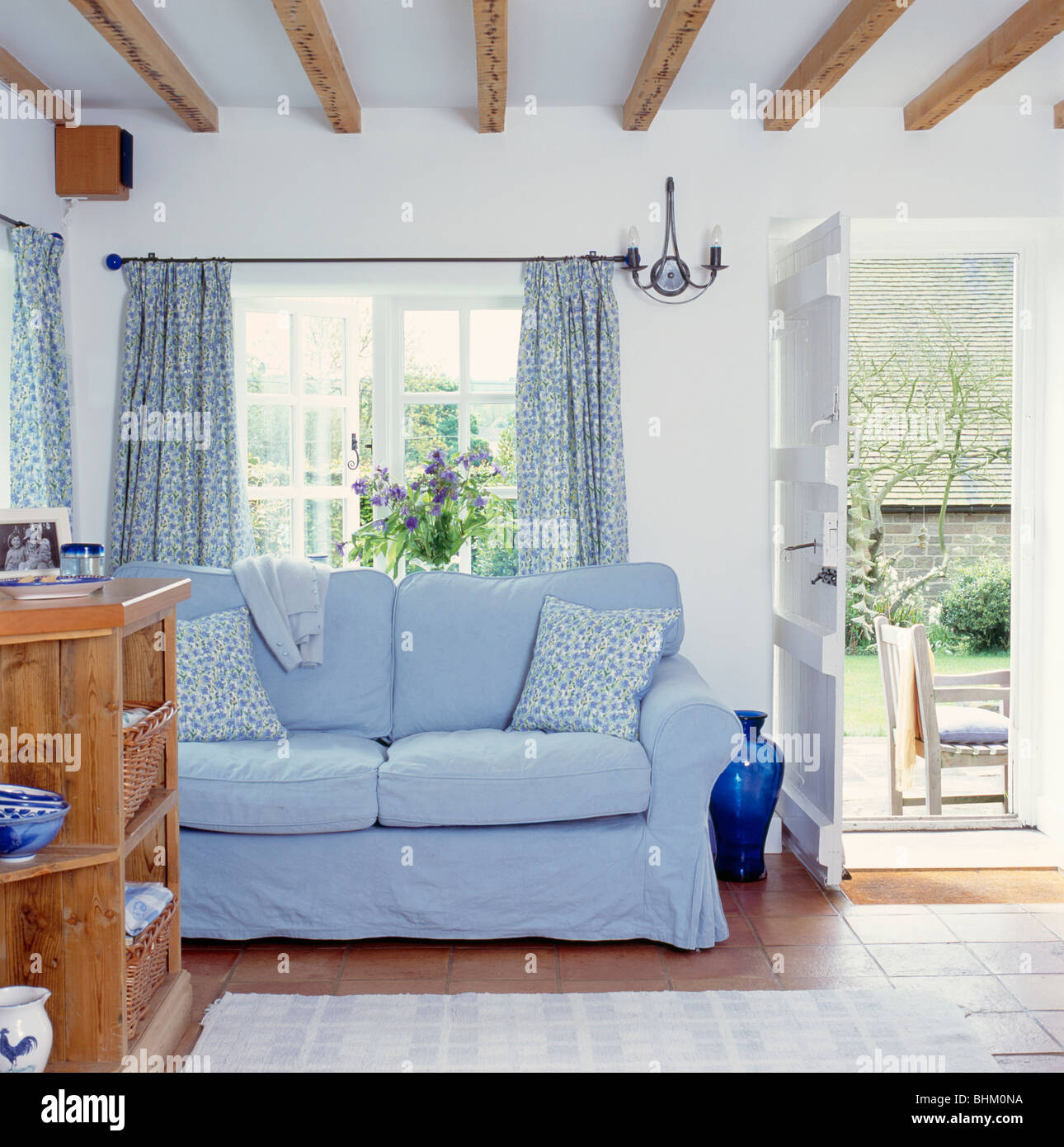 Sofa In Front Of Window 50 Cool Bay Window Decorating Ideas