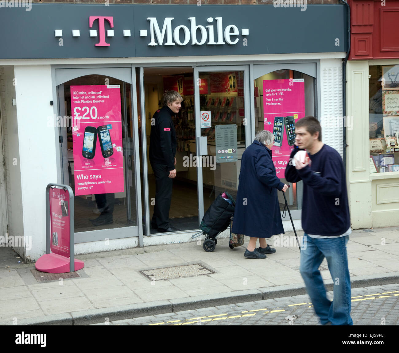 T Mobile Shop Berlin Shop Exterior Stock Photos Shop Exterior Stock Images Alamy